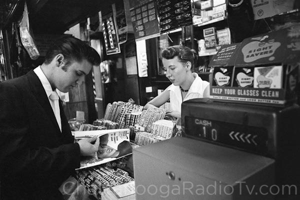 Elvis at the Chattanooga train station, July 4, 1956 (Library of Congress)