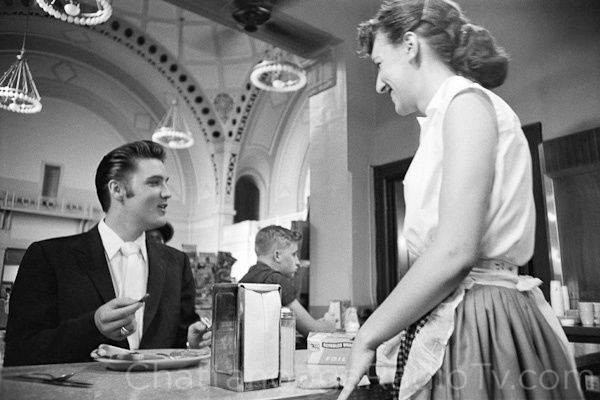 Elvis at the Chattanooga railroad station coffee shop, July 4, 1956 (Library of Congress)
