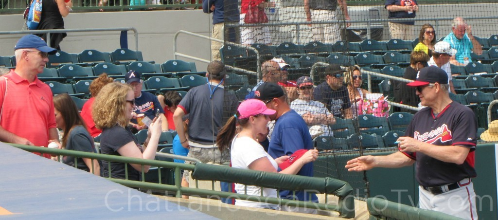 Dale Murphy signing autographs, March 2015
