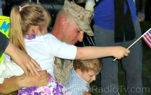US Marine Corps Staff Sgt. David Wyatt with his children